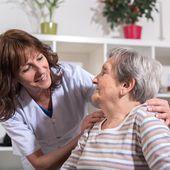 """Débats d'EUROGIP 2021 """"Prévenir les risques professionnels dans le secteur des soins aux personnes âgées"""" - Eurogip"""